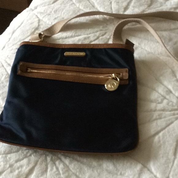 Michael Kors Handbags - AUTHENTIC LIKE NEW MICHAEL KORS CROSSBODY